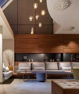 The lobby or reception area at Sachsenpark-Hotel