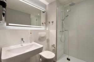 A bathroom at Ramada by Wyndham München Airport