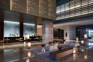 The lounge or bar area at Beijing Marriott Hotel Changping