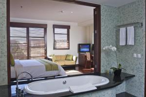 A bathroom at Apartment Nusa Dua