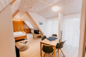 Ein Sitzbereich in der Unterkunft Strandpension Mäder