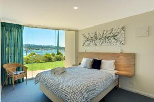 A bed or beds in a room at Cetacea Luxury Apartments