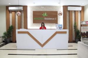 The lobby or reception area at OYO 266 Margonda Residence 5