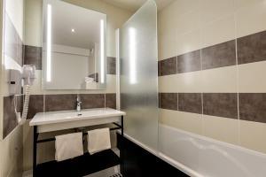 Salle de bains dans l'établissement Brit Hotel Du Stade Rennes Ouest