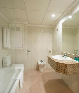 Een badkamer bij Hotel Gran Sol