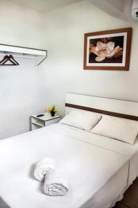A bed or beds in a room at Beleza Beach Hotel