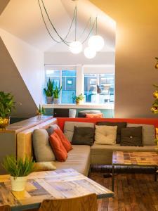 A seating area at Loft - HI Hostel