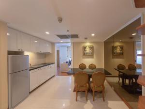 Küche/Küchenzeile in der Unterkunft Centre Point Silom