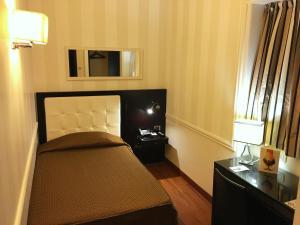 イル プリンチペ ホテル カタニアにあるテレビまたはエンターテインメントセンター
