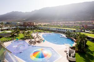 Vue sur la piscine de l'établissement Radisson Blu Resort & Spa, Gran Canaria Mogan ou sur une piscine à proximité