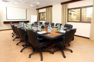 Zona business o sala de conferencias en Ramada Plaza by Wyndham Beirut Raouche