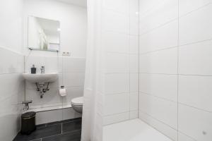 A bathroom at Centerapartments Am Wehrhahn