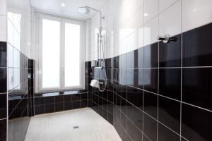 A bathroom at Hotel Albert 1er