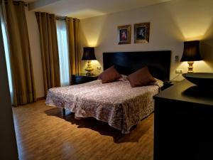 Cama o camas de una habitación en Hostal Tres Soles