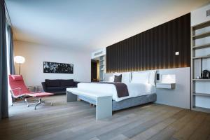 A bed or beds in a room at Modern Times Hotel Vevey