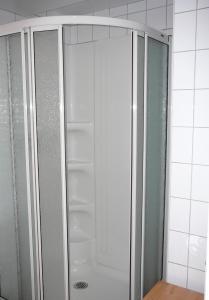A bathroom at B&B La Bedondaine