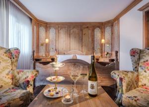 Ein Bett oder Betten in einem Zimmer der Unterkunft Romantik Hotel Schubert