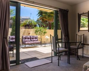 A balcony or terrace at Tuscany Gardens Motor Lodge