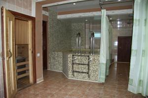 A bathroom at Silver Key Hotel