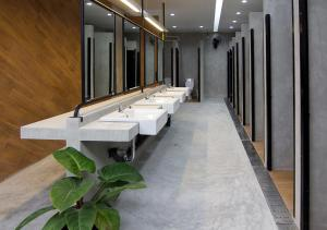 Ein Badezimmer in der Unterkunft TAN Hostel x Cafe