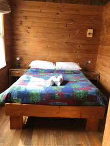 A bed or beds in a room at Somerset Beachside Cabin And Caravan Park