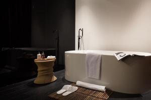 A bathroom at Sir Albert Hotel