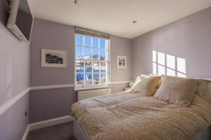 A bed or beds in a room at Barker Luxury Apartment, breathtaking sea views.