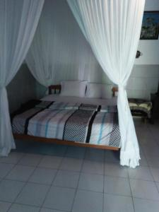 A bed or beds in a room at Barclona Guesthouses Lovina