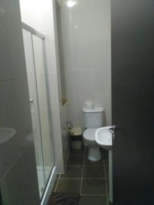 A bathroom at 5-Senses