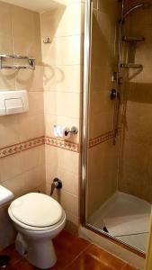 A bathroom at Hotel Due Torri
