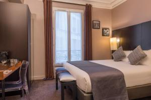 A bed or beds in a room at Best Western Paris Gare Saint Lazare