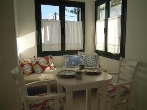 A seating area at Palemilos Apartments