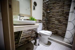 A bathroom at Bloom Inn Madrid