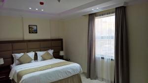 Cama ou camas em um quarto em Gold Palace for Hotel Apartments
