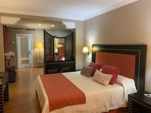 Кровать или кровати в номере Hotel Santo Domingo Lucena
