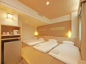 A bed or beds in a room at Hotel Nikko Narita