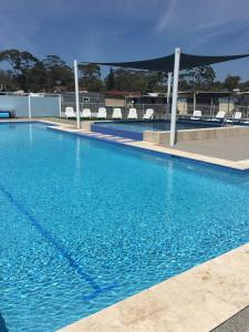 The swimming pool at or near Lakeside Cabins & Holiday Village