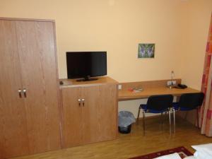 Телевизор и/или развлекательный центр в Hotel Cafe Lorenz