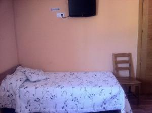 A bed or beds in a room at Hostal Madrid Paris