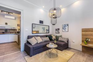 A seating area at Number 1 Deluxe Apartments