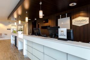 De lobby of receptie bij Hampton By Hilton Amsterdam Arena Boulevard