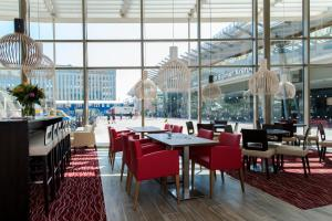 A restaurant or other place to eat at Hampton By Hilton Amsterdam Arena Boulevard