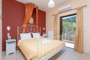 A bed or beds in a room at Villa Eufrosini