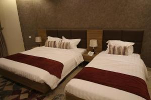 Cama ou camas em um quarto em Assilah Hotel
