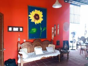 A seating area at Casa Cabuçu Beat