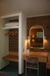 A kitchen or kitchenette at Arden Motel