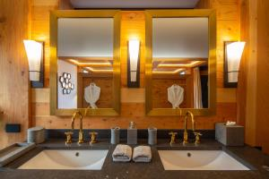 A bathroom at Chalet New Zermatt