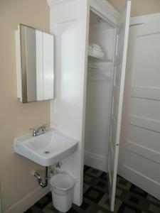 A bathroom at Hotel North Beach