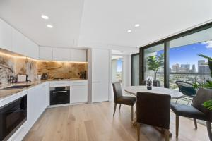 A kitchen or kitchenette at Luxurious Harbour Bridge and Opera House Views apt