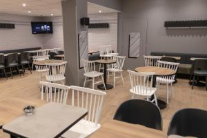 A restaurant or other place to eat at B&B Hotel LE HAVRE Centre Gare